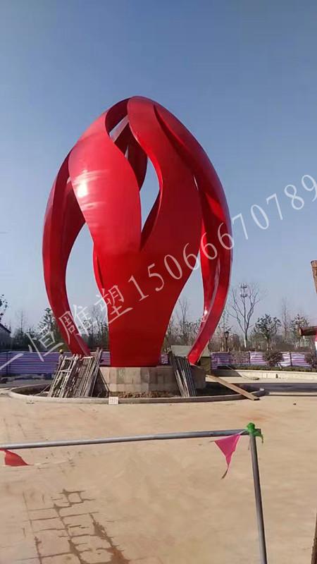 早在雕塑设计之时,便考虑雕塑的安装(对风力,承重的计算等等)   电话